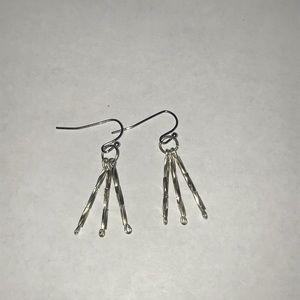 Jewelry - Super cute dangling earrings